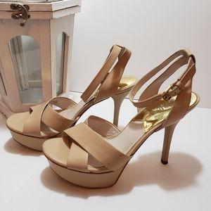 Last SALE❣Donating Michael Kors heels size 7 1/2